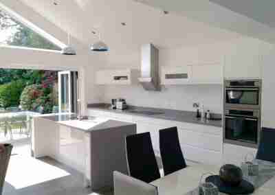 Gloss handleless kitchen in North Nottinghamshire