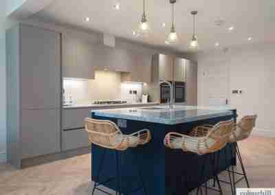 Simple & effective. Pebble grey kitchen with contrasting indigo blue island